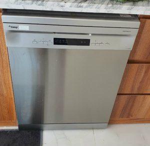 Cùng phân tích ưu – nhược điểm của máy rửa chén bát so với rửa chén truyền thống.